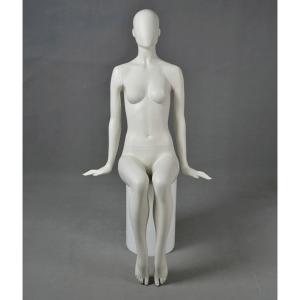 balder maniqui mujer sentado abstracto