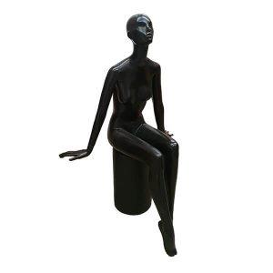 cisne maniqui mujer sentado